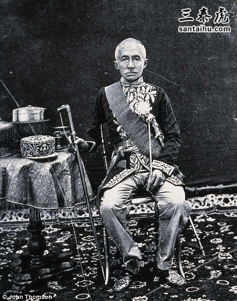 4B09C4D200000578-0-He_was_able_to_photograph_King_Mongkut_th