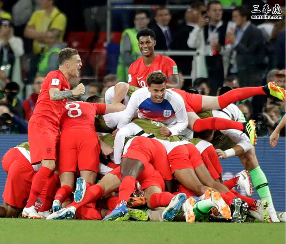 4DE54F1900000578-5915815-England_players_pile_on_top_of_one_