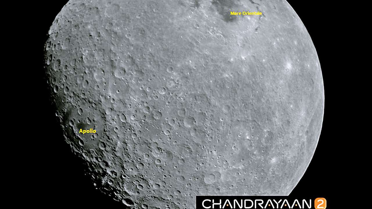 863117-chandrayaan-2-takes-moon-photo.jpg