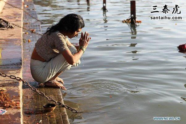 开元棋牌APP女子,恒河祈祷