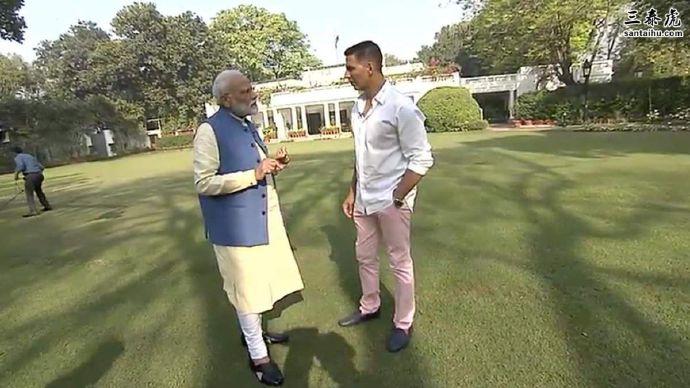 印度总理莫迪接受宝莱坞演员阿克沙伊•库马尔采访
